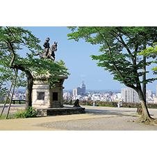 伊達政宗公騎馬像と仙台市街